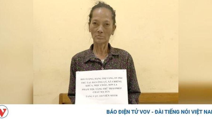 Người phụ nữ vận chuyển 210 viên ma túy tổng hợp