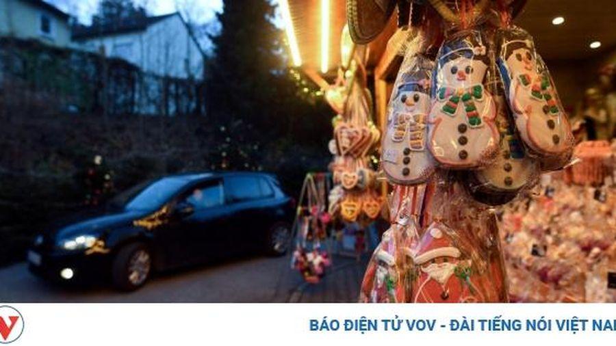 Đi chợ Giáng sinh trên ô tô: Tận hưởng không khí giữa đại dịch