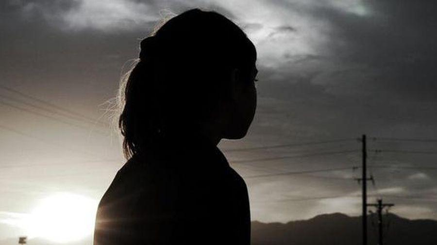 Giữ con gái như báu vật, cha mẹ chết lặng khi bác sĩ thông báo đứa trẻ mang thai 5 tháng, 'tác giả' bào thai là nhân vật không ai ngờ