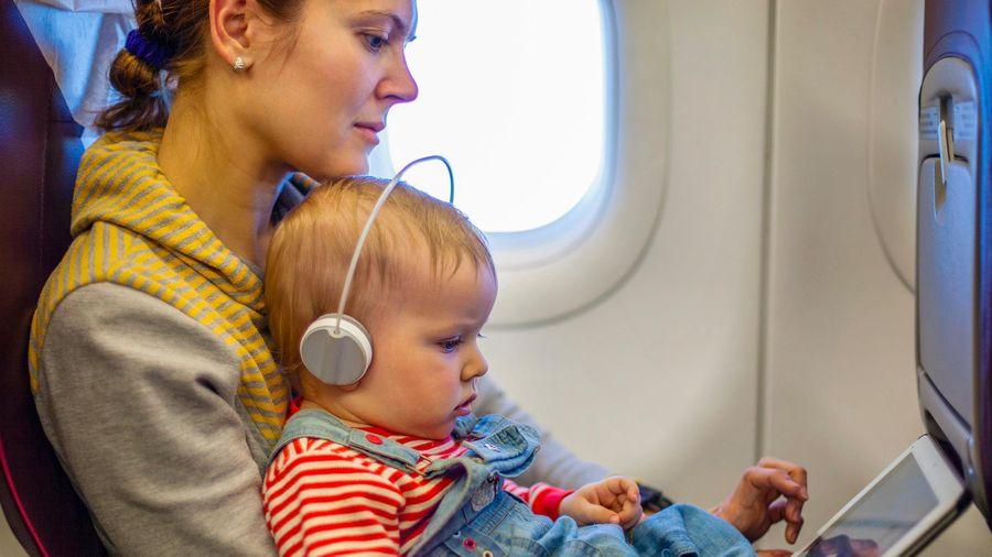 Sáu cách giúp trẻ không quấy khóc trên máy bay