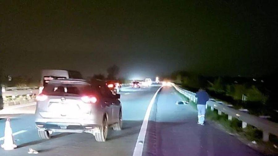 Bị ô tô đâm tử vong khi đi bộ trên cao tốc