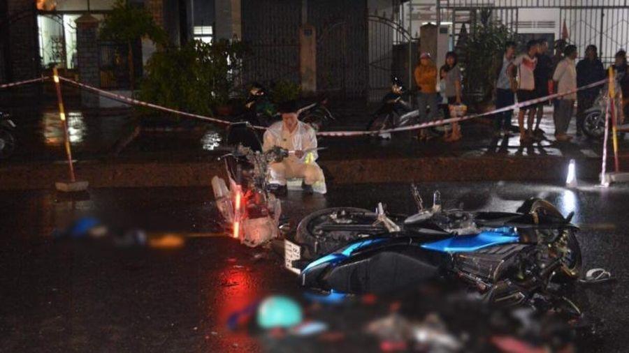 Hai xe máy đấu đầu, ba người thương vong