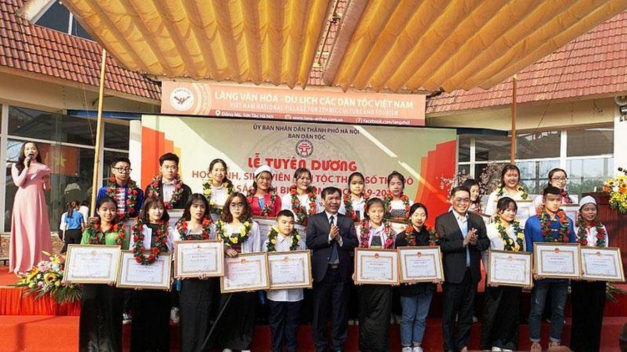Hà Nội tuyên dương 170 học sinh, sinh viên dân tộc thiểu số xuất sắc