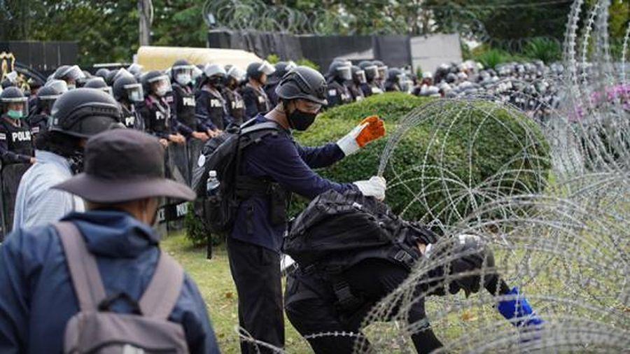 Vua Thái Lan đối mặt 'làn sóng' phản đối việc nắm giữ quyền lực quân sự