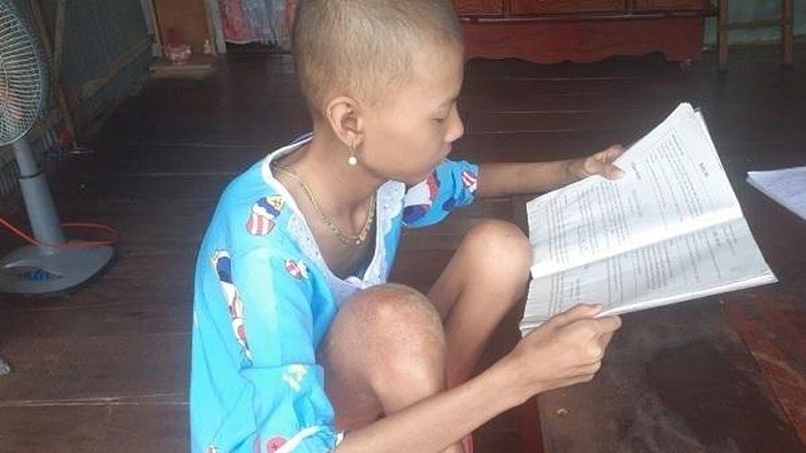 Gia cảnh ngặt nghèo của bé gái học giỏi bị ung thư xương