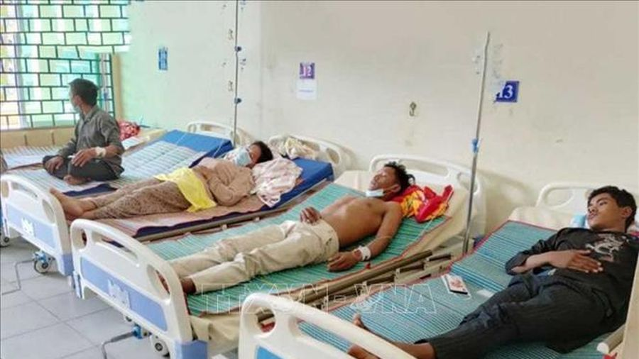 5 người chết và 110 người nhập viện sau khi uống rượu gạo tại đám tang