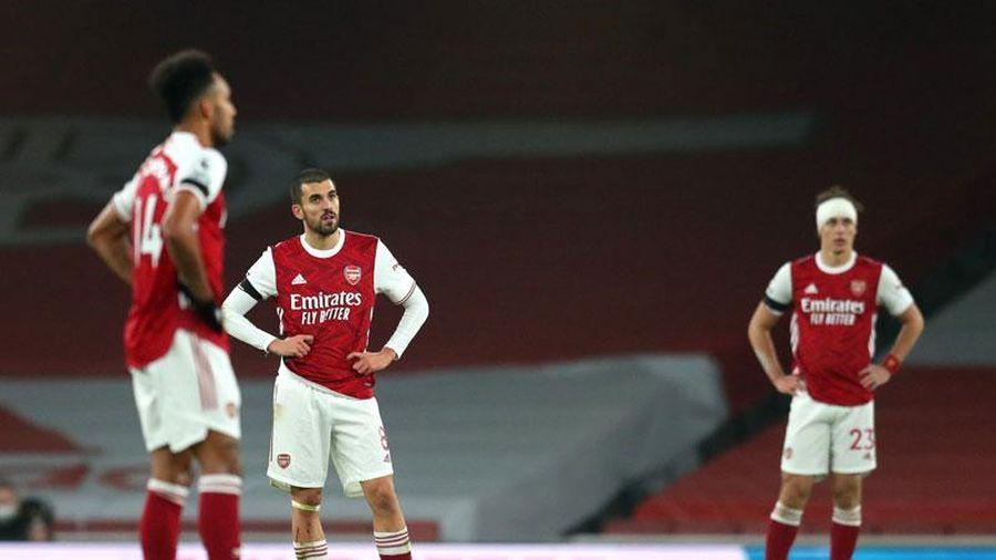 Arsenal khởi đầu tệ nhất sau 39 năm, một trụ cột lại bị réo tên