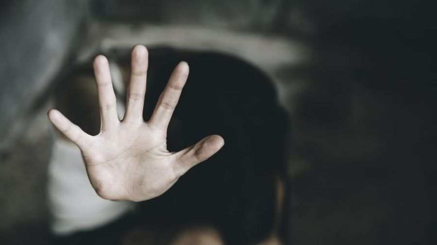 Bố chồng cưỡng hiếp con dâu, bắn chết con trai sau khi bị phát hiện
