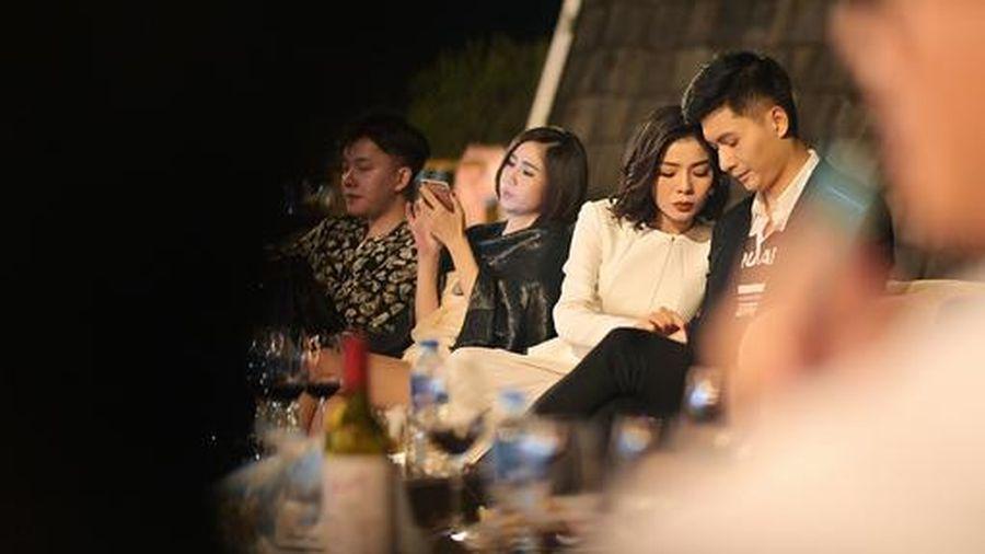 Lệ Quyên được 'người tình tin đồn' Lâm Bảo Châu tháp tùng đi hát tại Hà Nội