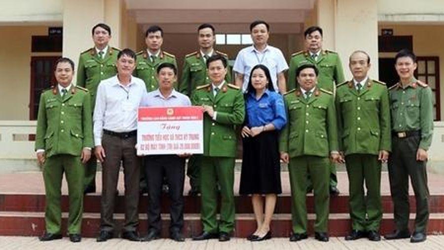 Trường Cao đẳng Cảnh sát nhân dân I sẻ chia khó khăn với đồng bào miền Trung