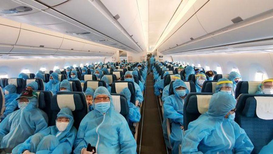 Chưa có chuyến bay 'giải cứu', người Việt ở nước ngoài về nước thế nào?