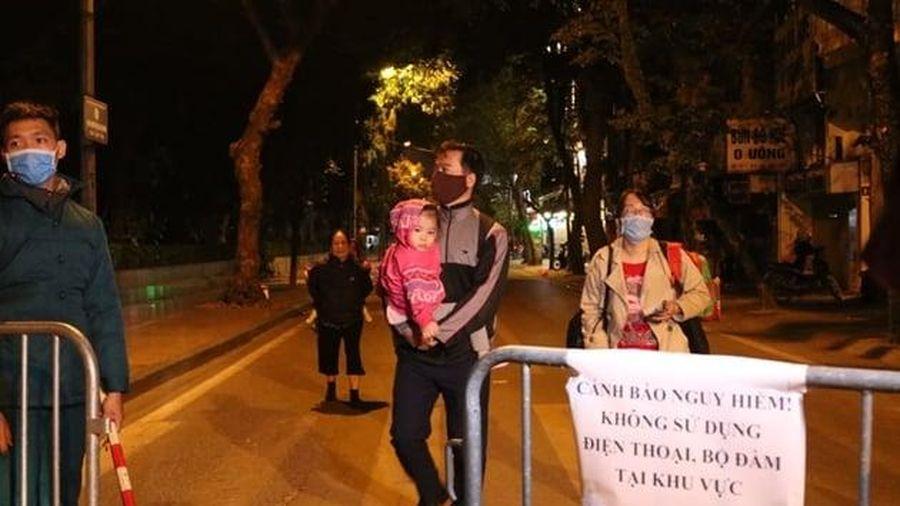 Di dời thành công quả bom trên phố Cửa Bắc (Hà Nội)