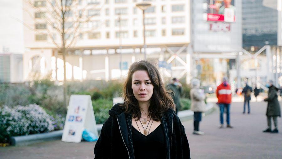 Đám đông giận dữ bên ngoài các phòng khám phá thai ở Hà Lan