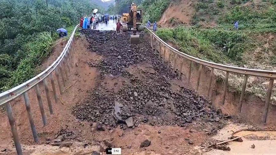 Nỗ lực khắc phục hậu quả mưa lũ, sạt lở, sụt lún đất ở Đắk Lắk