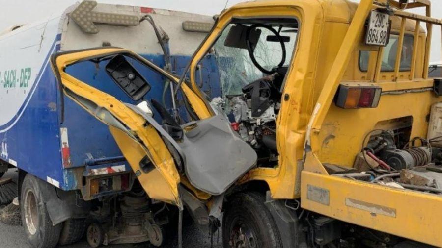 Danh tính tài xế tử vong vụ ô tô cứu hộ đâm văng xe rác trên cầu Nhật Tân