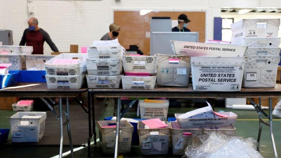 Nhân viên bưu điện Mỹ lại 'tố' gian lận bầu cử