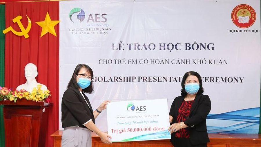 AES Việt Nam tặng 120 suất học bổng cho học sinh Bình Thuận