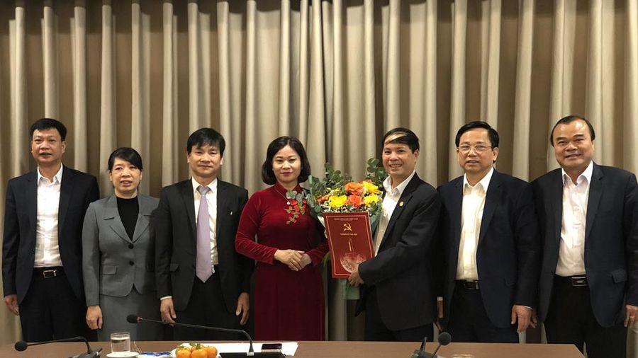Trao quyết định nghỉ hưu cho cán bộ Đảng ủy Khối các cơ quan thành phố Hà Nội