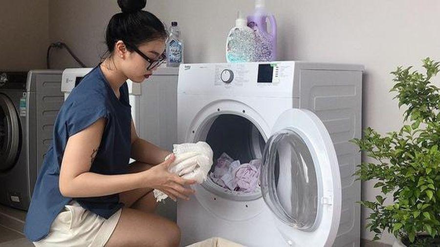 Sống ở Sài Gòn bụi bặm nắng nóng, mẹ trẻ review nhanh cách chọn máy sấy quần áo cho những gia đình có con nhỏ