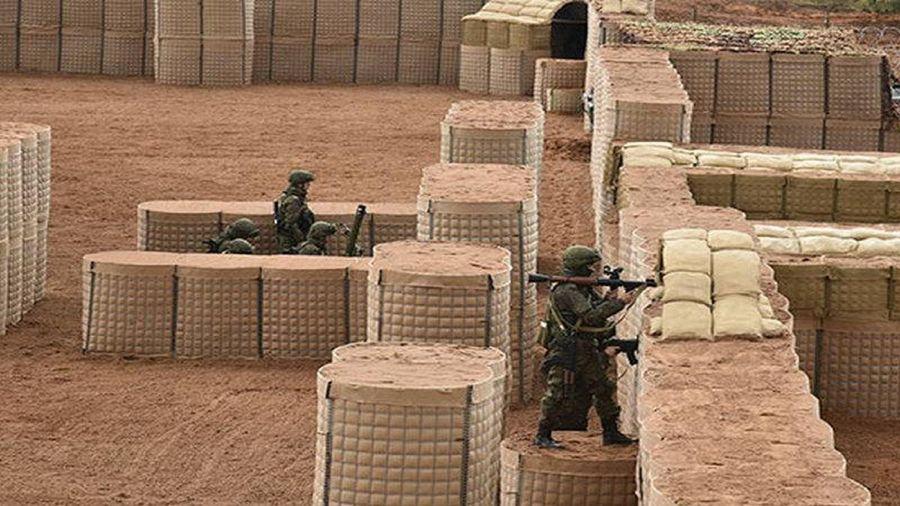 Lực lượng giữ gìn hòa bình Nga xây dựng hệ thống công sự ở Karabakh