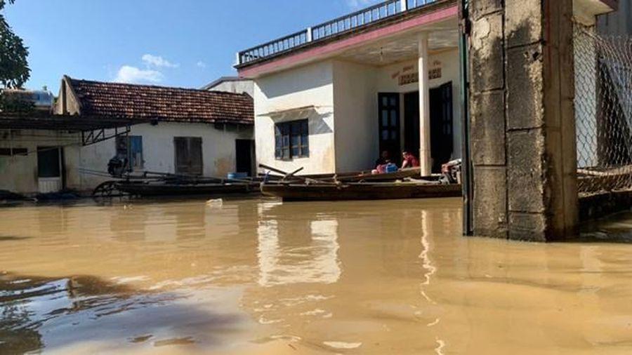 Đắk Lắk: Hàng chục ngôi nhà ngập trong biển nước