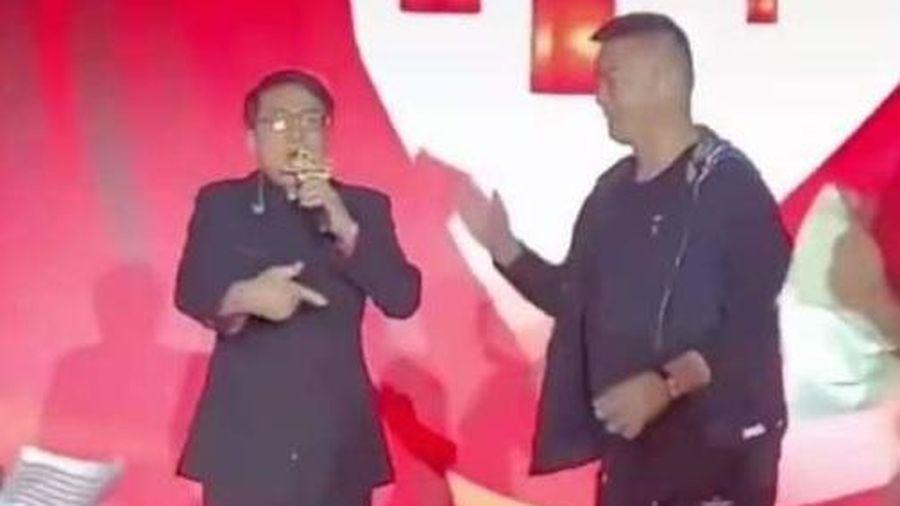 Thành Long gây tranh cãi khi hát tại sự kiện bình dân