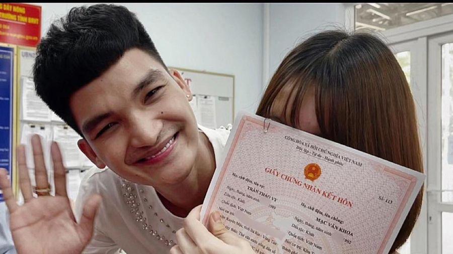Mạc Văn Khoa đăng ký kết hôn trước khi bạn gái sinh em bé