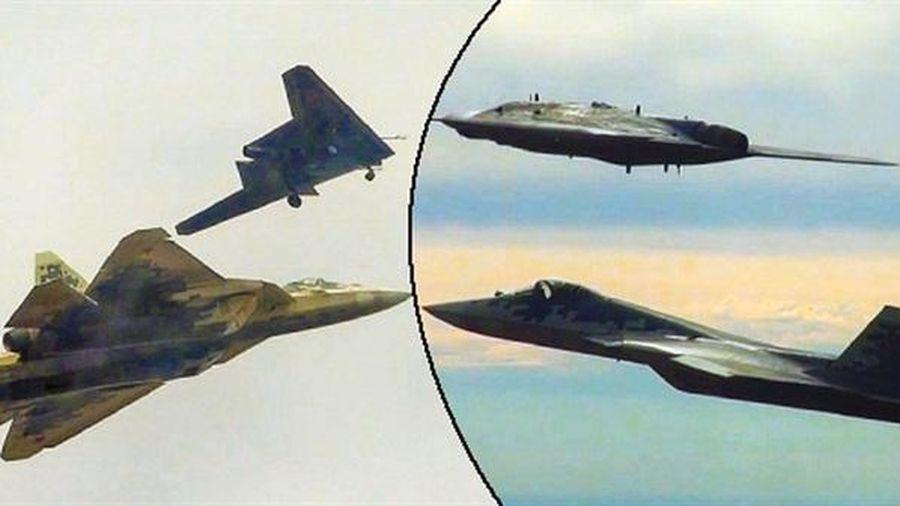Okhotnik đánh chặn tương đương Su-57