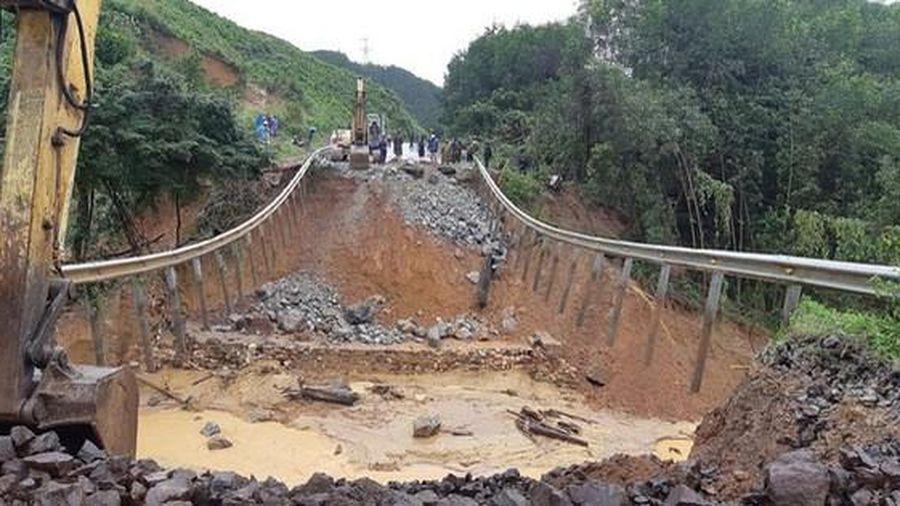 Miền Trung 7 người chết vì mưa lũ, miền Bắc rét đậm, rét hại