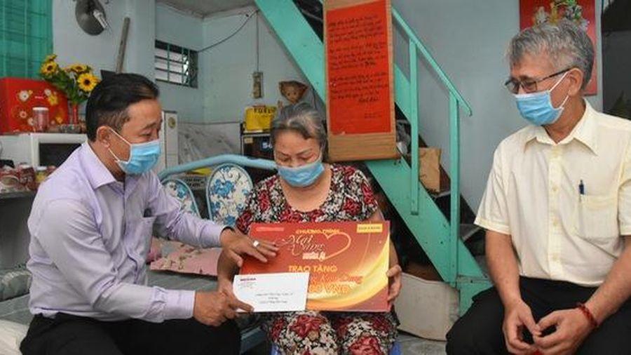 'Mai Vàng nhân ái' thăm nghệ sĩ múa Phùng Kim Dung