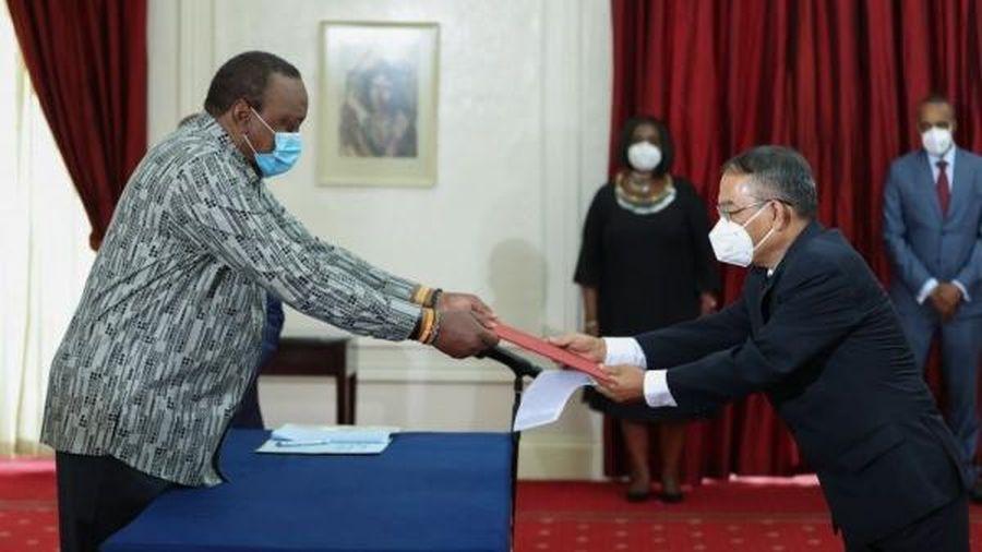 Đại sứ Nguyễn Nam Tiến trình Thư ủy nhiệm lên Tổng thống Cộng hòa Kenya