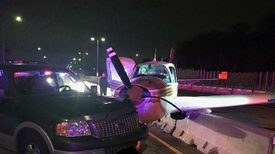 Mỹ: Hạ cánh khẩn cấp xuống đường cao tốc, máy bay đâm trúng xe hơi