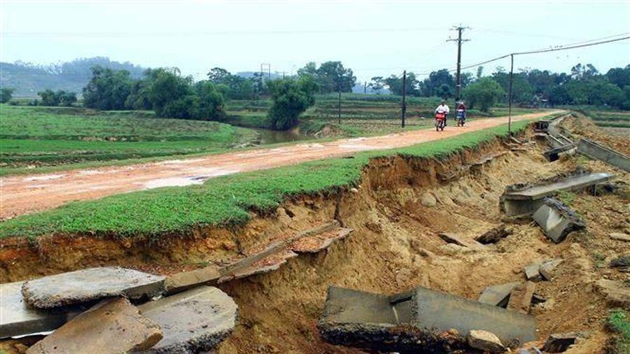 Nhiều công trình giao thông, thủy lợi chưa thể khắc phục được sau lũ