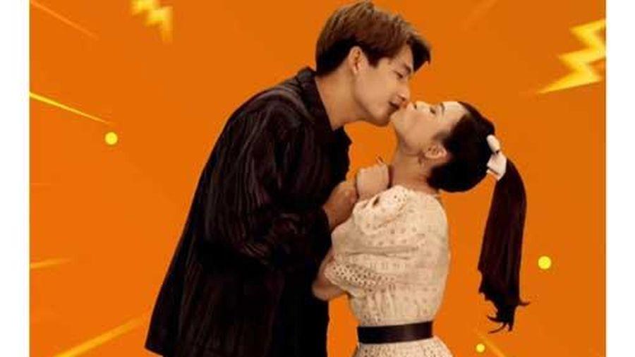 Quốc Anh 'xin phép' Khả Ngân để hôn Sam