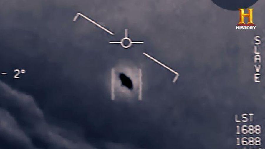 Phi công Mỹ tiết lộ về vụ chạm trán với đĩa bay bí ẩn