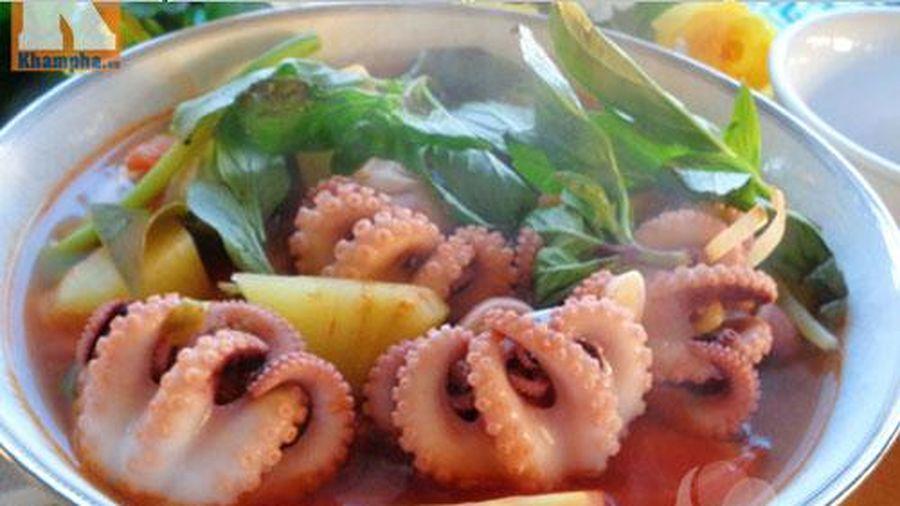 Canh bạch tuộc nấu chua hấp dẫn cho cuối tuần