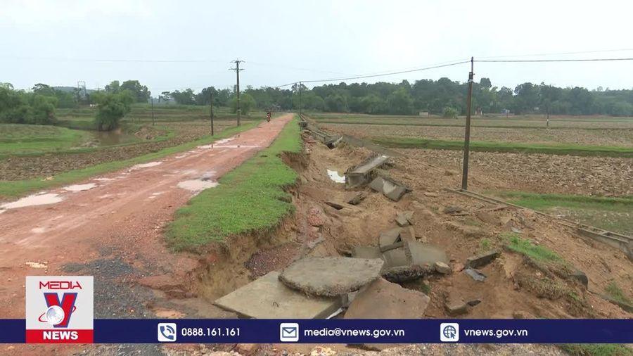 Nhiều công trình giao thông, kênh mương vẫn chưa được khắc phục sau lũ