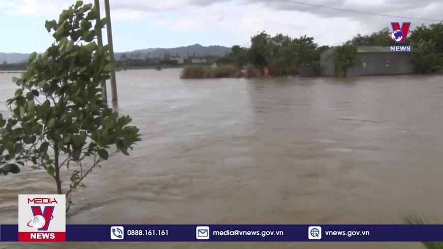 Nước sông đột ngột dâng cao gây ngập lụt tại Đắk Nông
