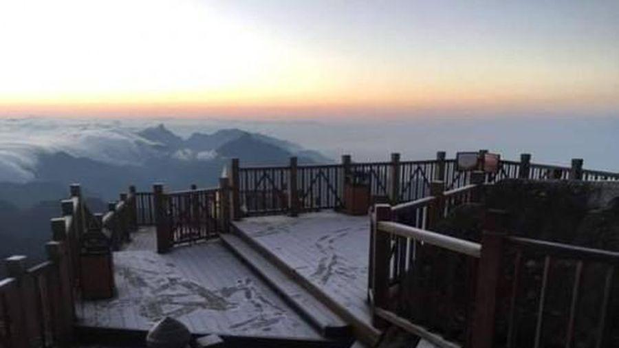 Không khí lạnh tăng cường 'cực mạnh' băng tuyết sẽ xuất hiện trên đình Fansipan từ đêm 4/12