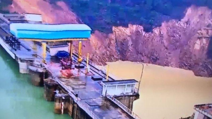 Sạt lở 5.000 khối đất, đá gần chân đập thủy điện Hương Điền