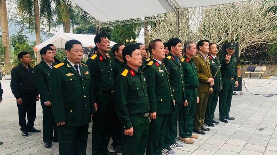 Hội Cựu chiến binh Cục Quản lý thị trường Hà Nội viếng Nghĩa trang liệt sĩ Vị Xuyên