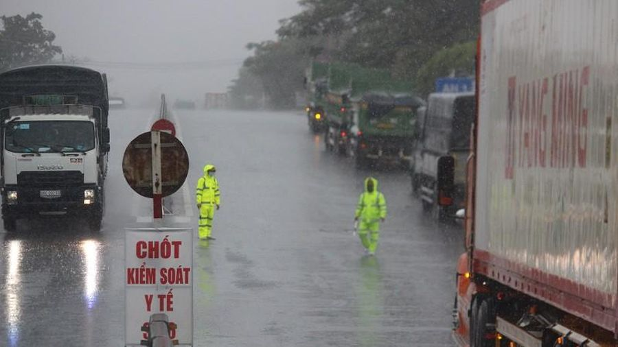 Huế tạm dừng tiếp nhận đoàn cứu trợ đến từ vùng có dịch