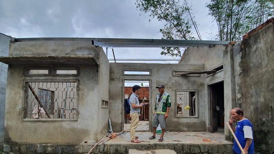 Bà con Đức Phổ, Quảng Ngãi phấn khởi nhận tiền sửa nhà