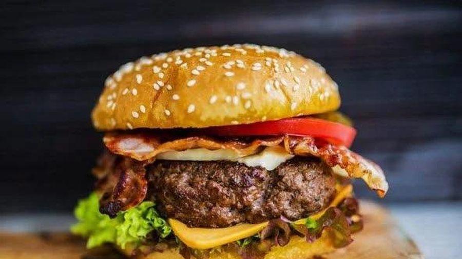 Bé trai ở Hà Nội sốc phản vệ sau khi ăn hamburger