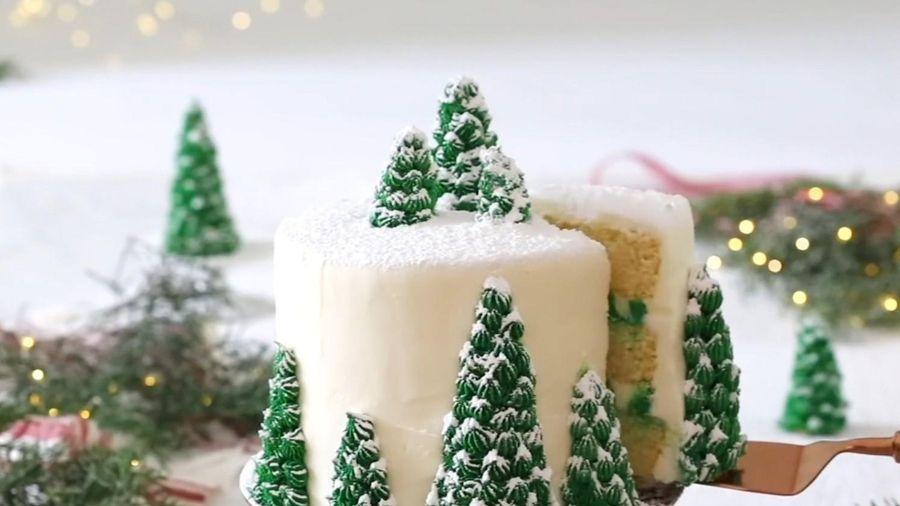 Làm bánh kem cây thông Noel