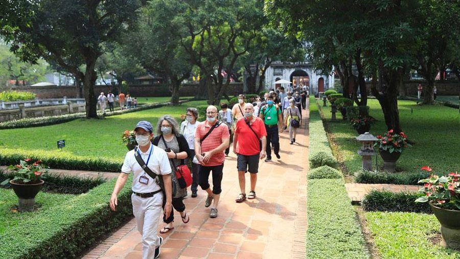 Khách du lịch đến Hà Nội tăng trở lại