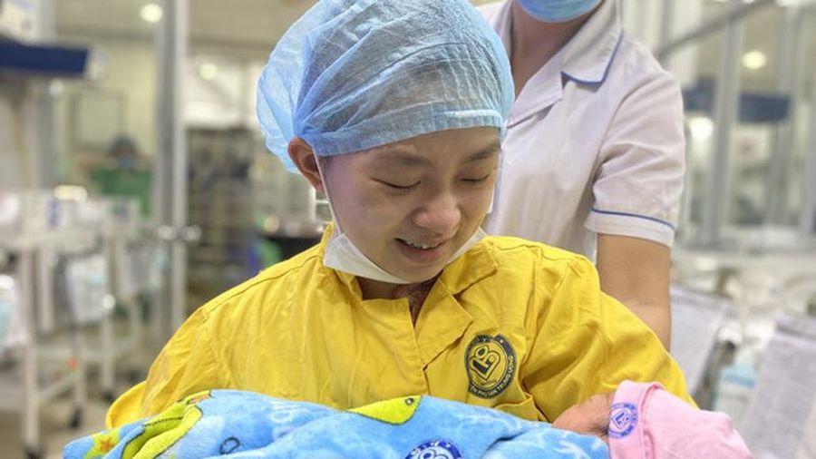 Kỳ tích cứu sống 2 mẹ con sản phụ mang thai 30 tuần bị tai nạn giao thông nghiêm trọng