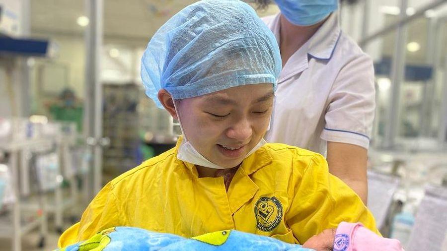 Kỳ tích cứu sống hai mẹ con sản phụ bị tai nạn giao thông nghiêm trọng