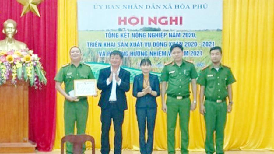 Khen thưởng đột xuất thành tích đấu tranh, phòng chống tội phạm