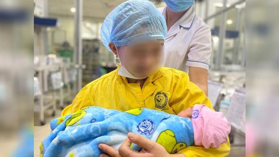 20 nhân viên y tế 'chạy đua' với tử thần cứu sống 2 mẹ con sản phụ mang thai 30 tuần bị tai nạn giao thông nghiêm trọng